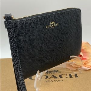 COACH Corner Zip Wristlet Black/Light Gold